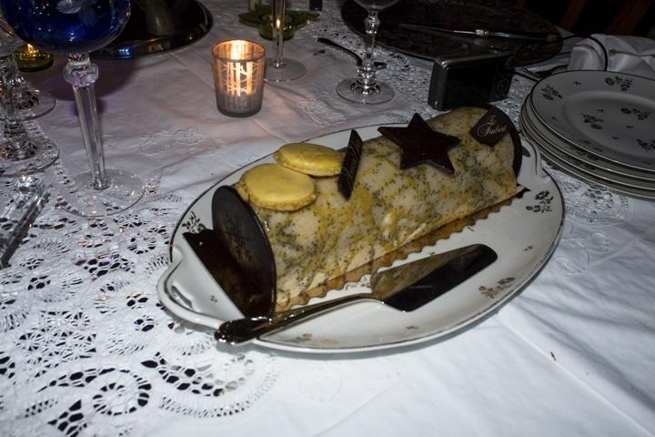 makan-natal-macaron-kue