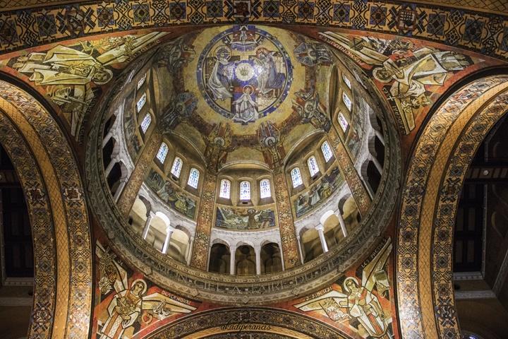 Interior dari Basilique