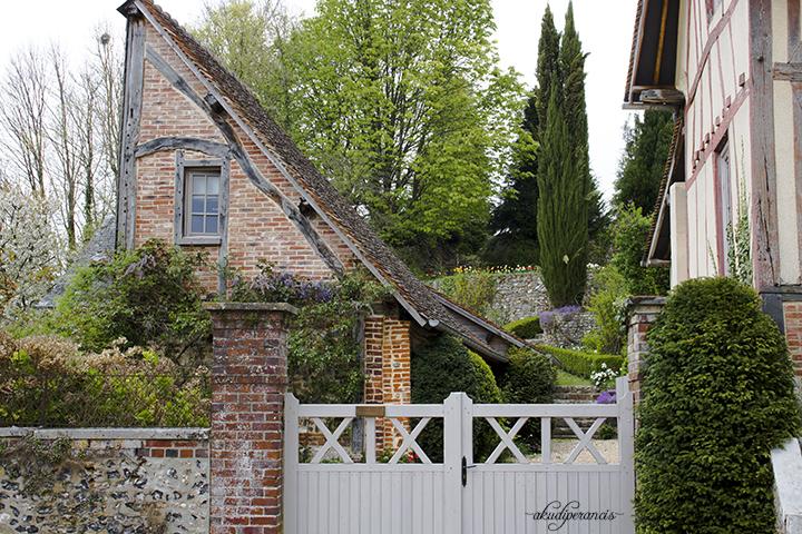Lyons-la-foret-rumah-unik