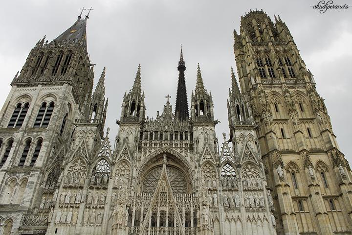 ada-apa-di-rouen-katedral