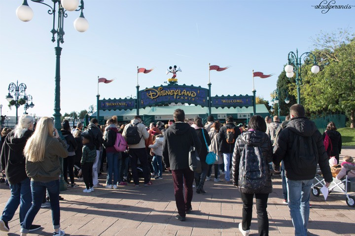 Jalan-Jalan Ke Disneyland Paris-pengecekan tas