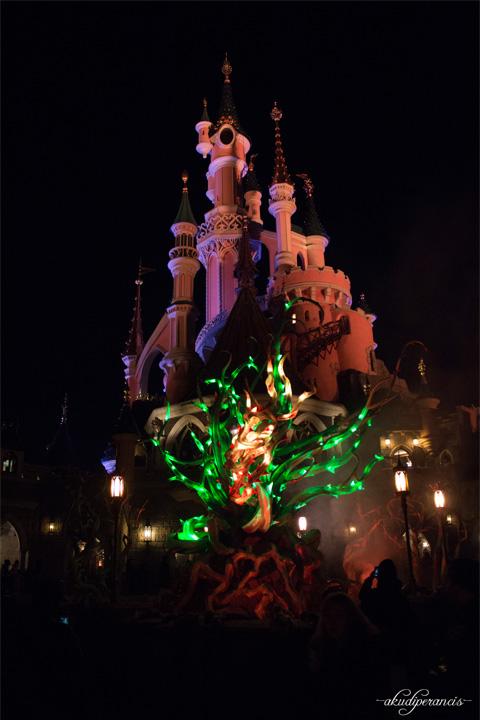Jalan-Jalan Ke Disneyland Paris-Kastil dimalam hari