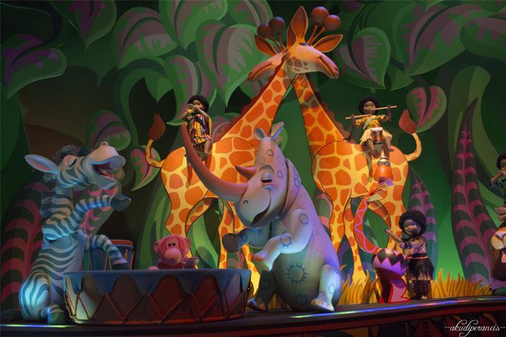 Jalan-Jalan Ke Disneyland Paris-boneka Afrika