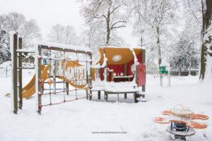 Turunnya Badai Salju Di Paris dan Sekitarnya-Permainan ditaman