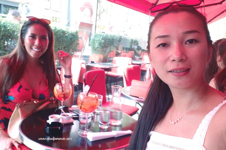 Nyantai dulu di cafe depan trocadéro
