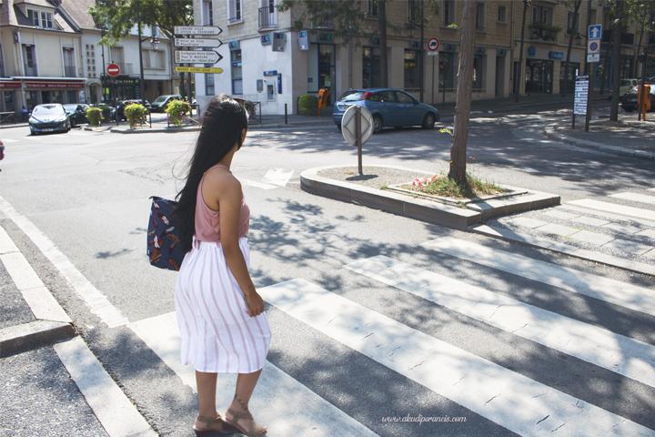 Jalanan sepi tidak ada orang yang berjalan kaki