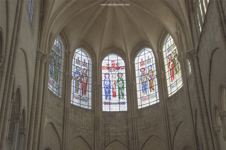 Kaca jendela katedral