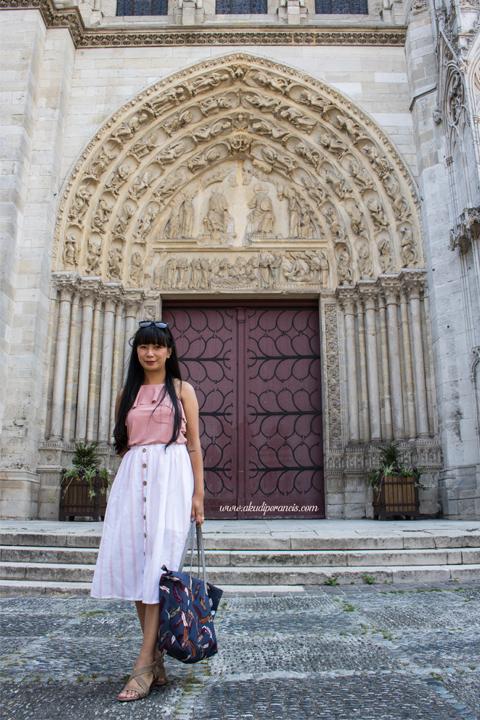 Pintu katedral Mantes La Jolie