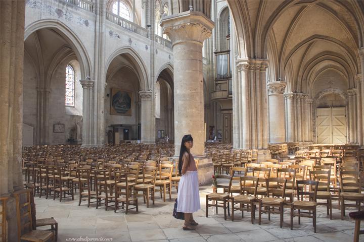 Suasana di dalam katedral-