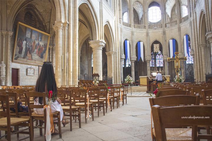 Suasana di dalam katedral