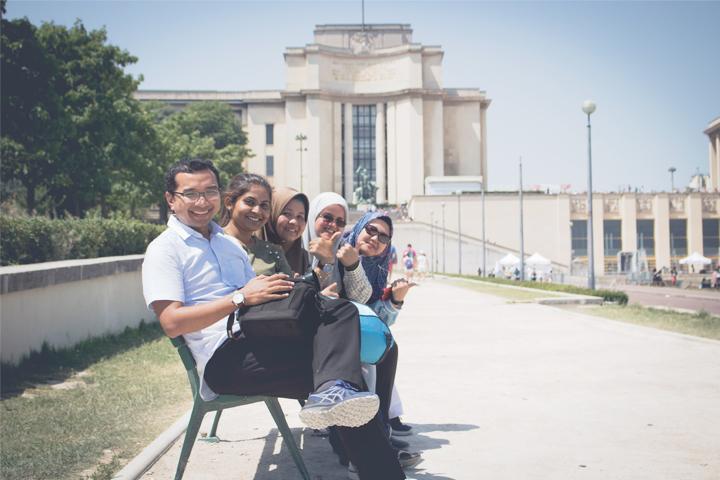 Tour guide group orang malaysia