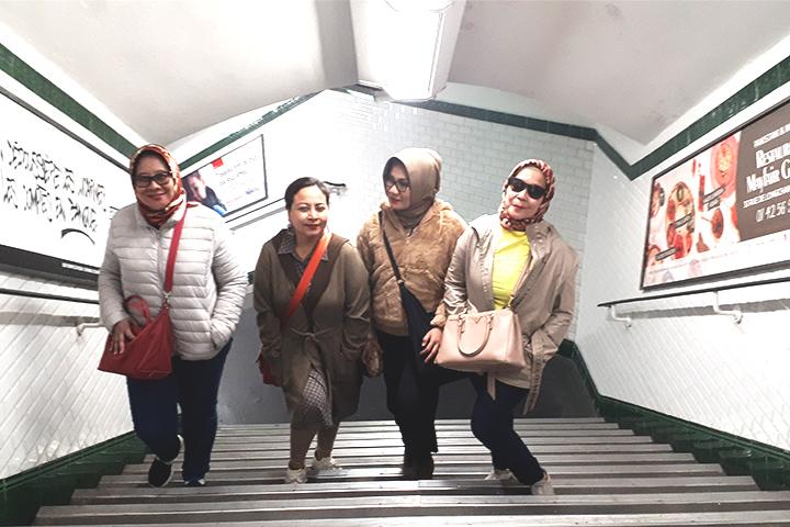 Empat Sekawan Berkeliling Di Paris